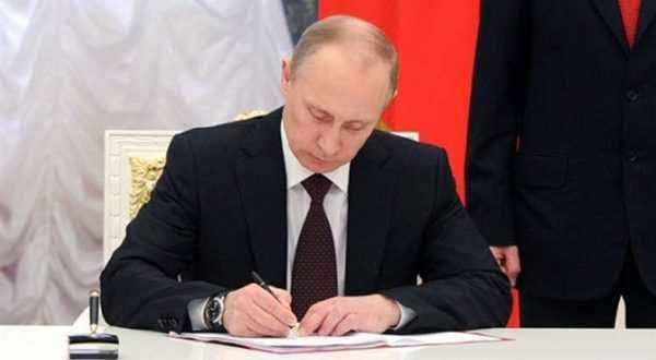 بوتين يوقع مرسوما باستئناف الرحلات الجوية المنتظمة بين موسكو والقاهرة