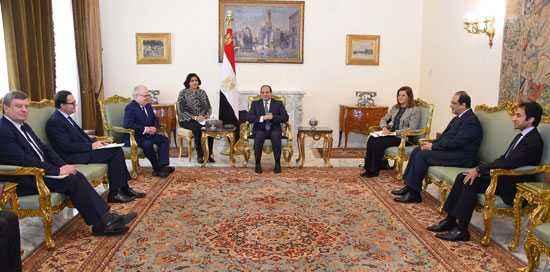 السيسى يؤكد تطلع مصر للاستفادة من المدرسة الوطنية الفرنسية لإعداد الكوادر