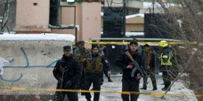 مقتل 5 من رجال الشرطة واختطاف 19 شخصا في هجوم على نقطة تفتيش بجنوب أفغانستان