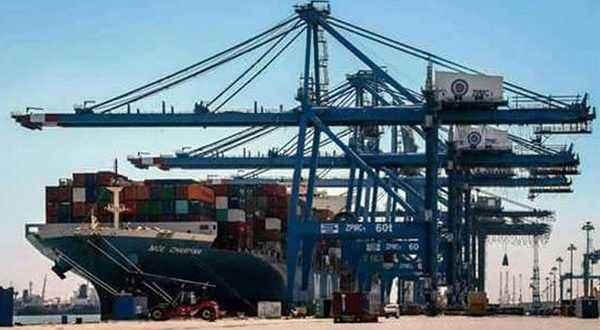 ميناء سفاجا يستقبل 3 سفن على متنها 1319 راكبا و288 شاحنة بضائع