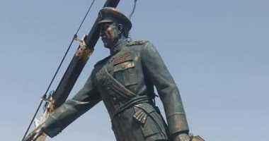 وصول تمثال الرئيس السادات إلى أحد ميادين السويس