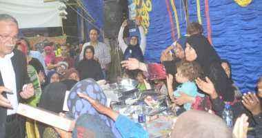 محافظ المنيا يشارك فى خيمة إفطار صائم لمؤسسة مصر الخير