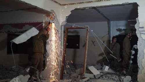الاحتلال الإسرائيلي يهدم منزل الأسير قبها ويعتقل 13 فلسطينيا بالضفة الغربية