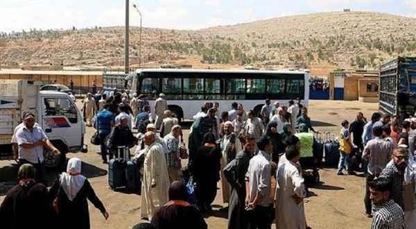 انطلاق الدفعة الأولى من النازحين السوريين بلبنان في طريق العودة إلى سوريا