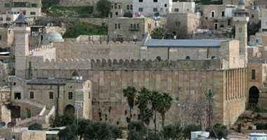 """""""الأوقاف الفلسطينية"""": مستوطنون يروجون لاقتحامهم الحرم الإبراهيم عند المساء"""