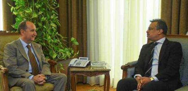 وزير التجارة يبحث مع سفير سنغافورة بالقاهرة تعزيز التعاون الاقتصادى بين البلدين