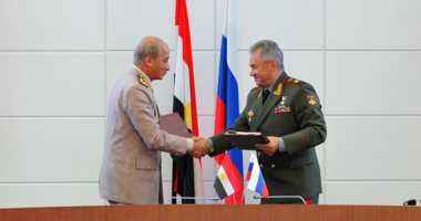 وزير الدفاع يعود من روسيا عقب مباحثات عسكرية رفيعة المستوي بين البلدين