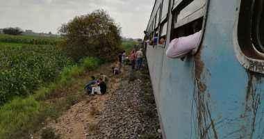 الصحة: إصابة 12 شخصا بحادث خروج قطار شبين الكوم والدفع بـ15 سيارة إسعاف