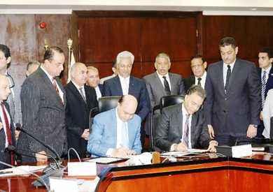 وزير النقل: نبحث بناء وحدات نهرية جديدة بالتعاون مع هيئة قناة السويس